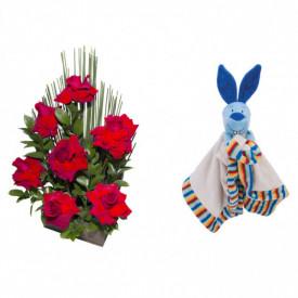 Arranjo de Flores Affetto di fiori vermelho + Soninho Coelho 37cm