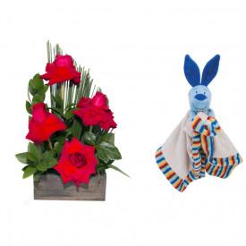 Arranjo de Flores Sabor da paixão + Soninho Coelho 37cm