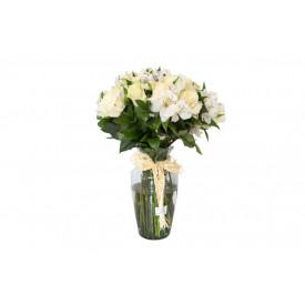 Buquê de flores ESPECIAL de rosas brancas no vidro