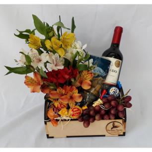 Bandeja de Astromélias e Vinho