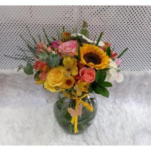 Mini Buquê Mix de Flores Coloridas acomodadas em vaso de vidro